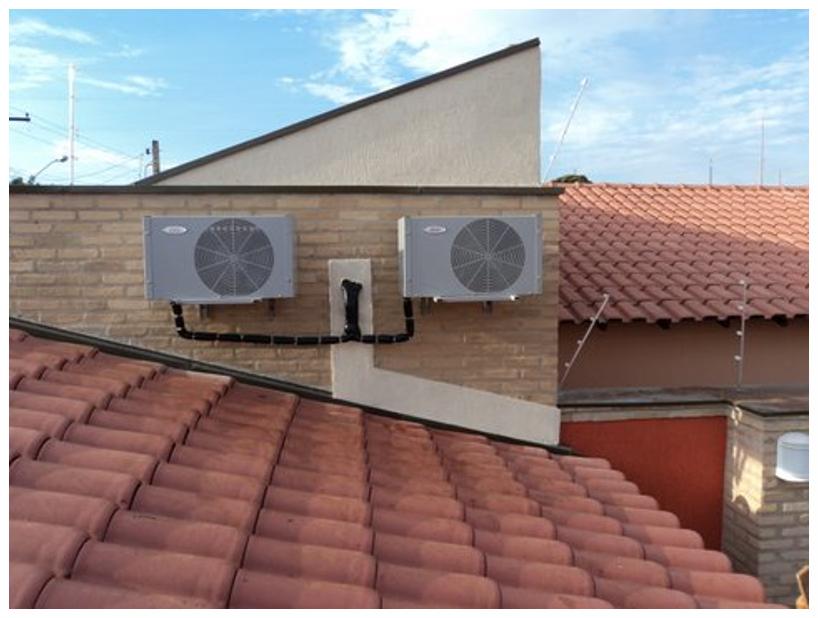Motor condicionado acima do telhado. Baixo nível de ruído..
